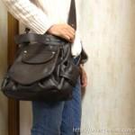 アニタのフラップ2WAYバッグは子ども連れでの外出に便利