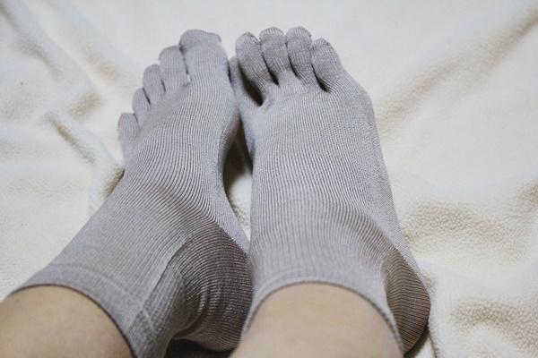 しっとり絹のやさしいつま先五本指22~24cm